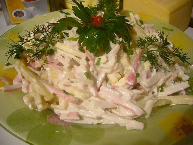Быстрый и вкусный салат с крабовых палочек