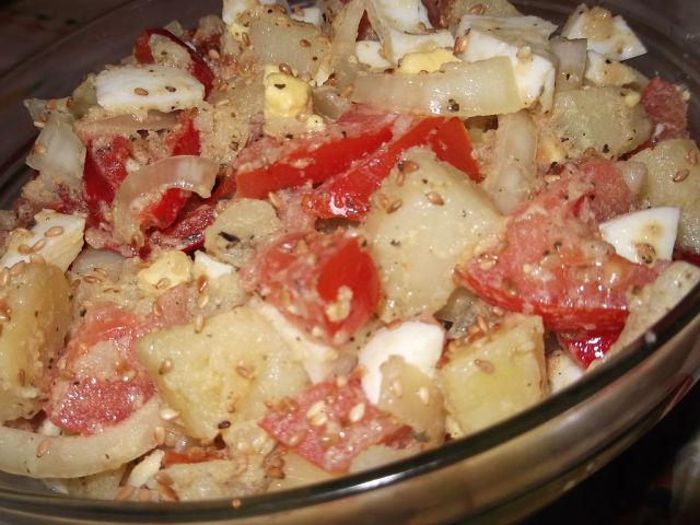 Тёплый картофельный салат к мясу