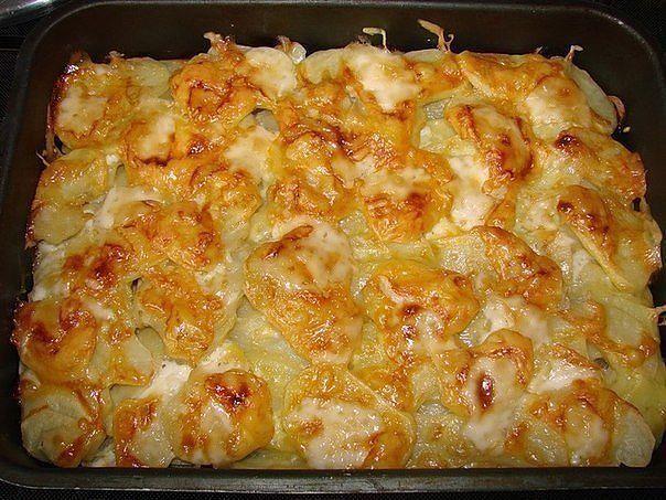 Мясо запечённое с картофелем и сыром